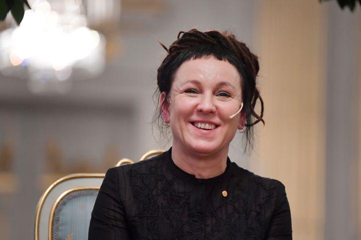 Olga Tokarczuk antwortet auf die Fragen der Presse