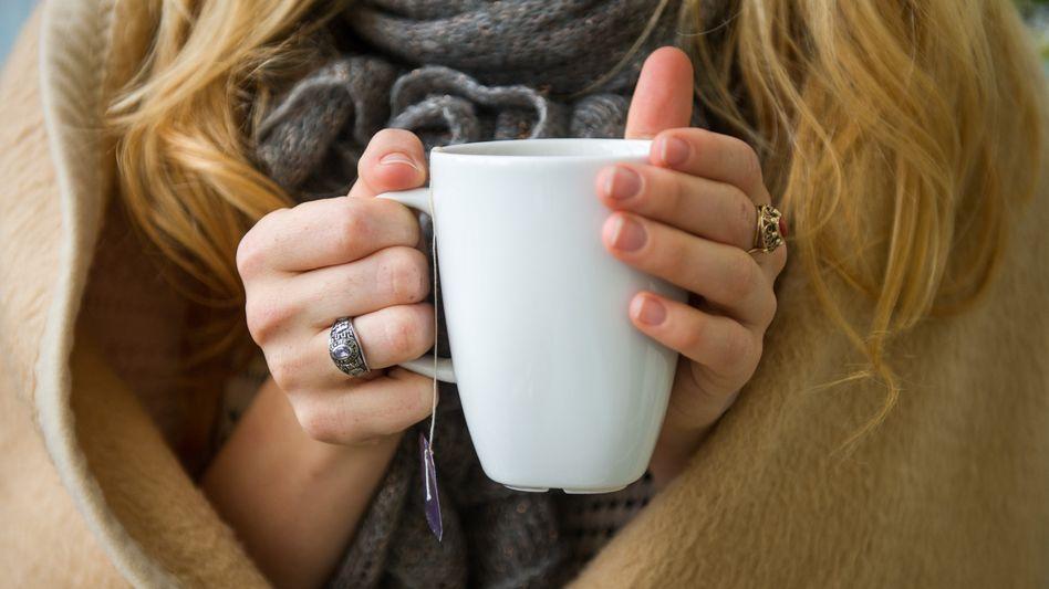 Bei niedrigem Blutdruck sind die Hände oft kalt