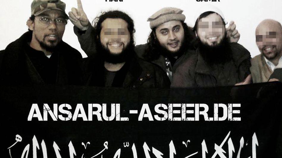 A Facebook screenshot shows Denis Cuspert (left) with Mohamed Mahmoud (third from left).
