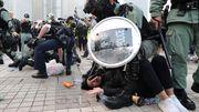 Polizei geht gegen Dutzende Demokratieaktivisten vor