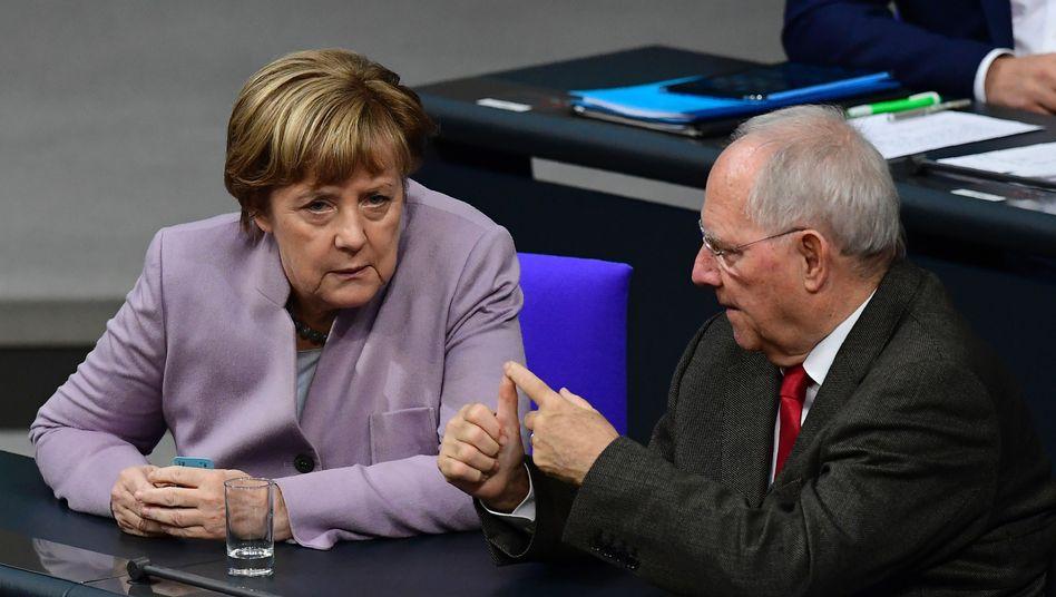 Angela Merkel, Wolfgang Schäuble im Bundestag (Archivbild)