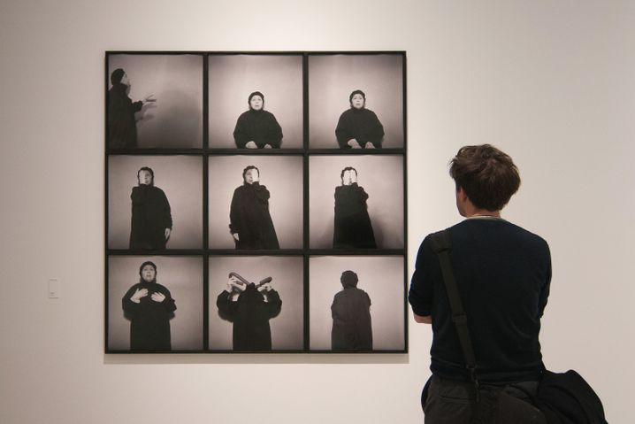 Werk von und mit Geta Bratescu auf der Biennale Venedig im Mai
