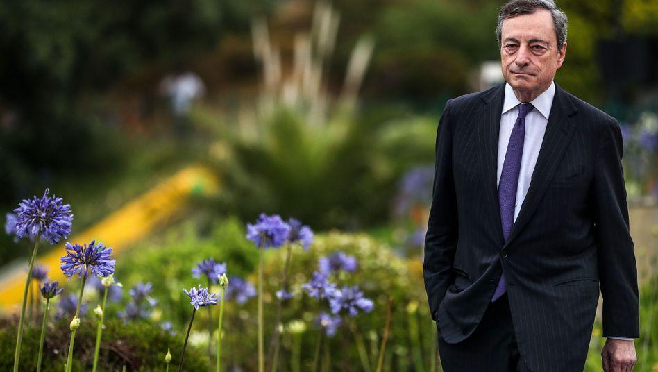 """Mario Draghi vor einer EZB-Sitzung in Portugal (Archiv): """"Sehr expansive Geldpolitik"""" notwendig"""