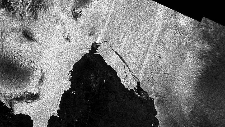 Pine Island Gletscher mit Eisberg B44 (mittig)