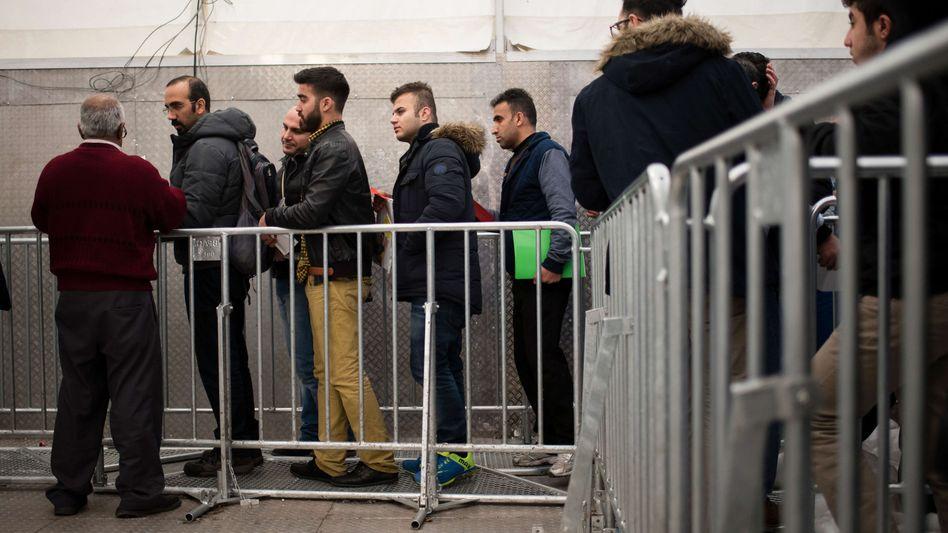 Flüchtlinge vorm Lageso in Berlin