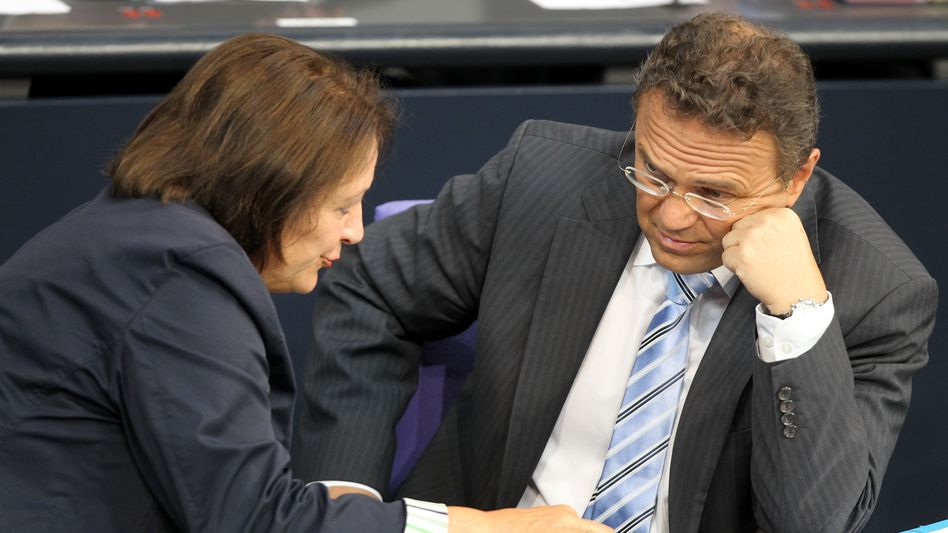 Justice Minister Leutheusser-Schnarrenberger (FDP) and Interior Minister Friedrich (CSU), are at odds over how to approach the recent spyware scandal.