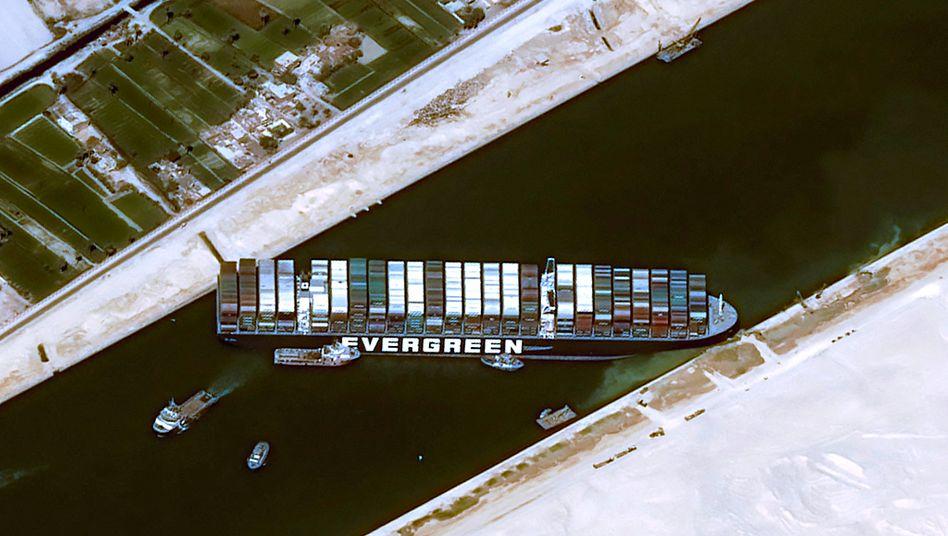Containerschiff »Ever Given«: Experten befürchten wochenlange Blockade