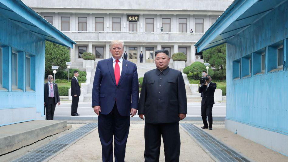 Trump und Kim im Juni 2019 an der Grenze zwischen Nord- und Südkorea