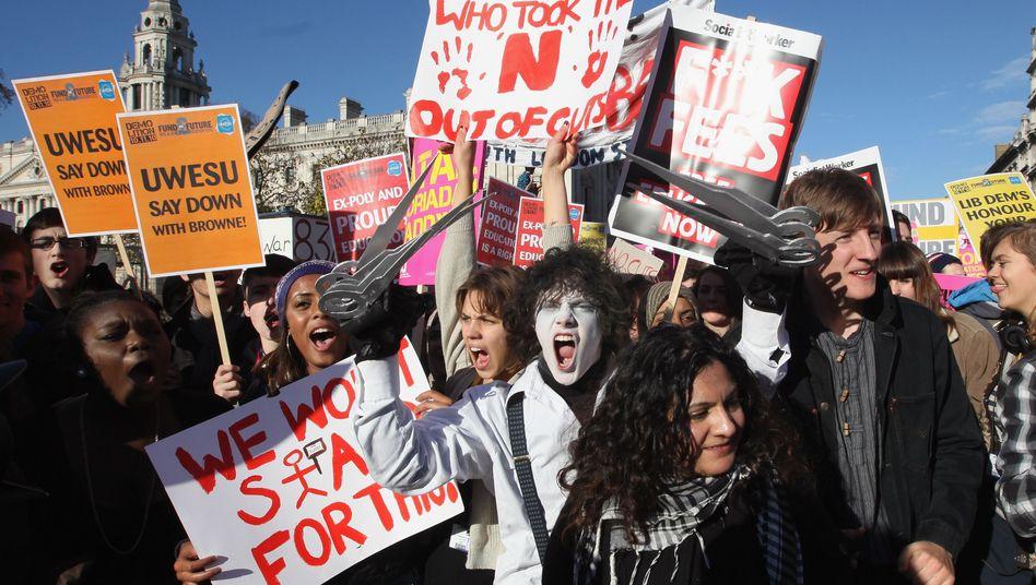 Studentendemo in Großbritannien: 40 Prozent weniger Geld für die staatlichen Unis