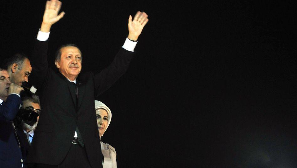 Rückkehr von Auslandsreise: Erdogan lässt sich in Istanbul feiern