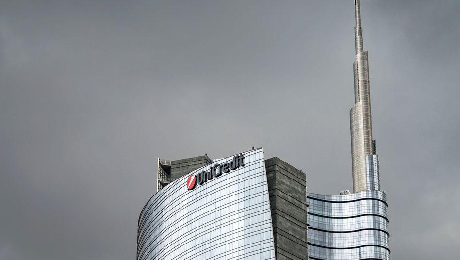 """Das Hochhaus """"Torre Unicredit"""" ist der Hauptsitz der italienischen Großbank Unicredit in Mailand"""