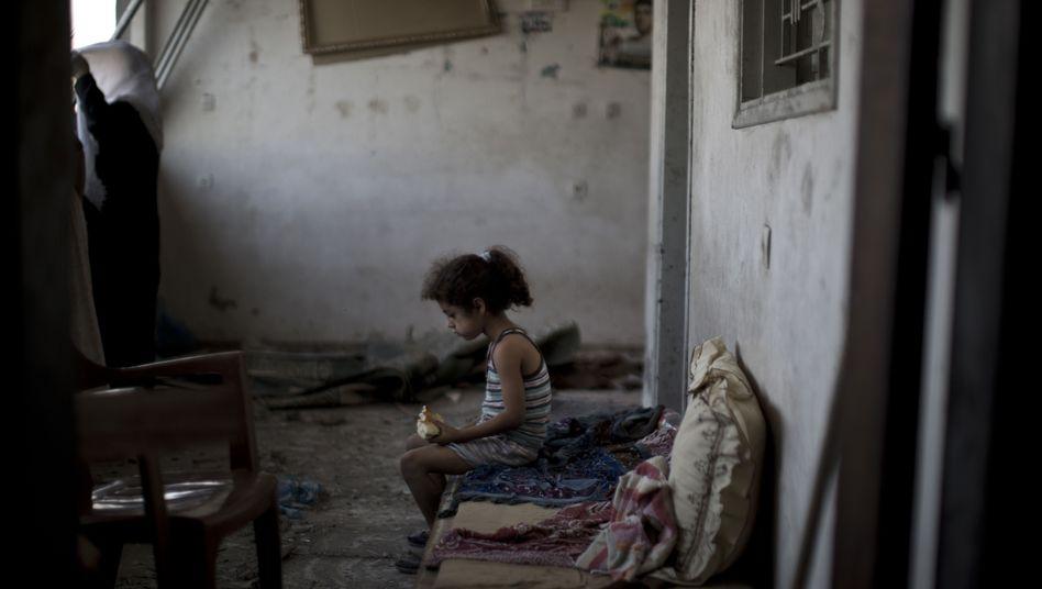 """Palästinensisches Mädchen in einem zerstörten Haus: """"Inakzeptable Größenordnung"""""""