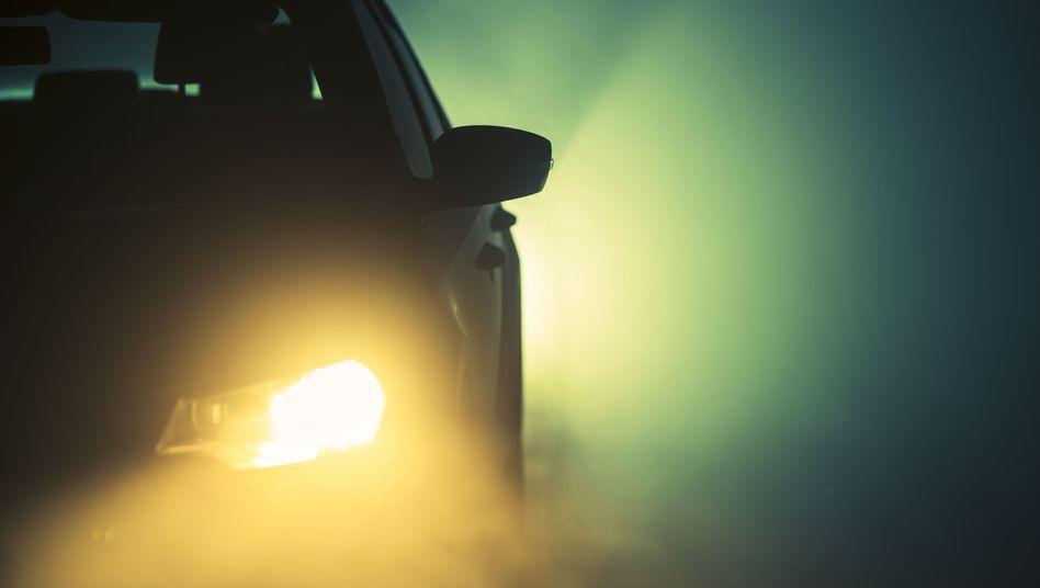 Warmweißes Licht ist erlaubt, Gelb aber verboten - obwohl es bei Nebel Vorteile bieten kann