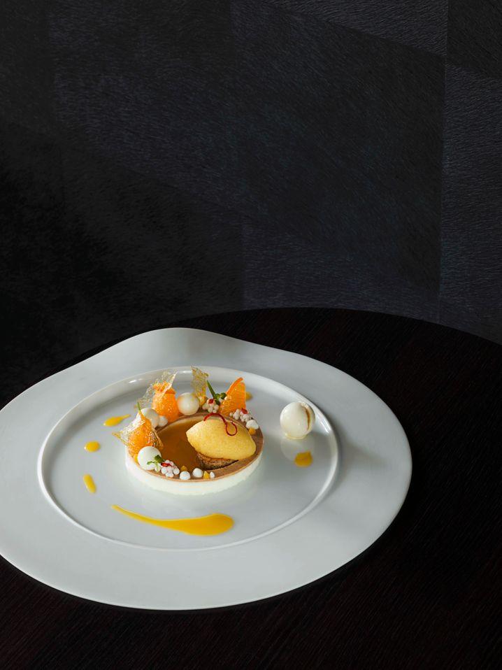 Délice von der Mandarine mit Joghurt und Orangen-Salbeisorbet