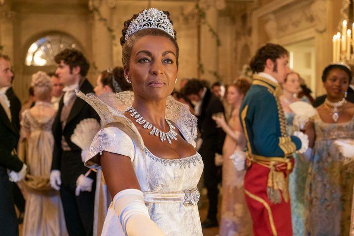 Lady Danbury (Adjoa Andoh): Dass es fault, wird überschminkt