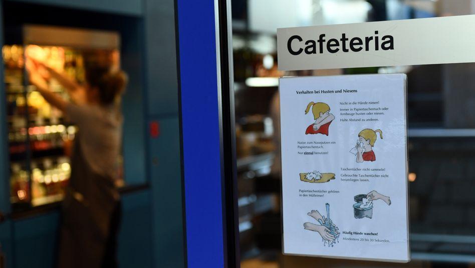 Hygieneregeln im Bundestag: 12.000 Personen auf engem Raum