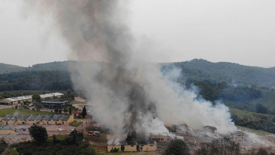 Rauchschwaden über der Fabrik in Sakarya: Mindestens zwei Menschen sind gestorben