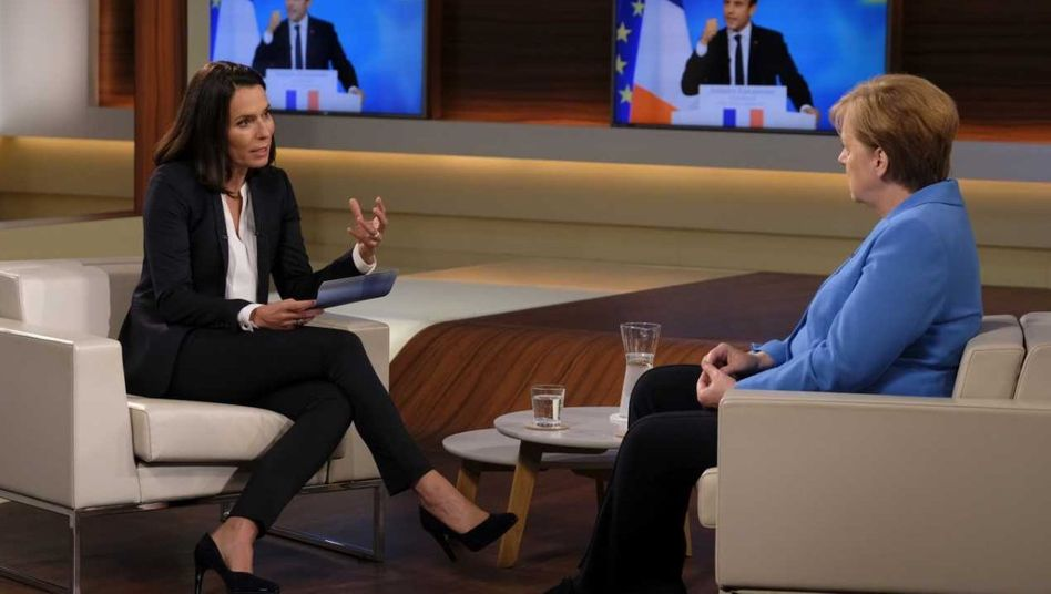Anne Will (links) und Angela Merkel