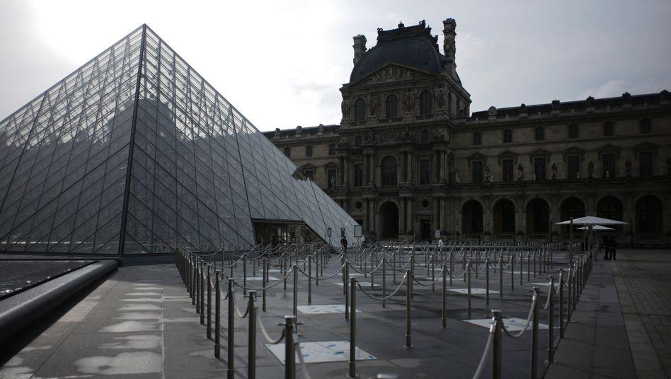 Der Louvre in Paris: Leere, wo sich sonst Tausende Touristen tummelten
