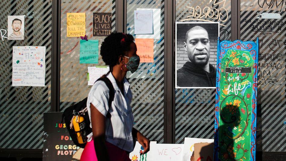 Gedenken an George Floyd: Ein etwa zehnminütiges Handyvideo hat den brutalen Polizeieinsatz festgehalten