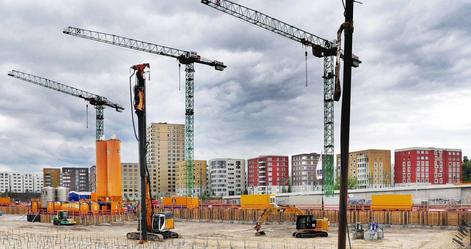 03.05.2020, Berlin - Deutschland. Neubauten in bester Lage, es entsteht ein neues Stadtviertel in zentraler Lage. *** 03