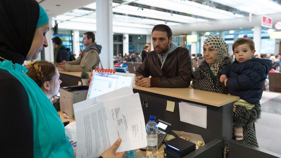 Syrische Familie in Registrierungsstelle in Berlin-Wilmersdorf