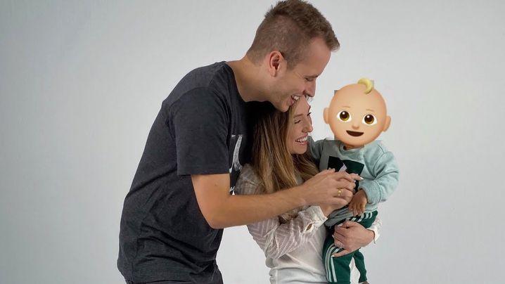 Julian und Bianca Claßen mit Sohn Lio (hier noch mit verdecktem Gesicht)