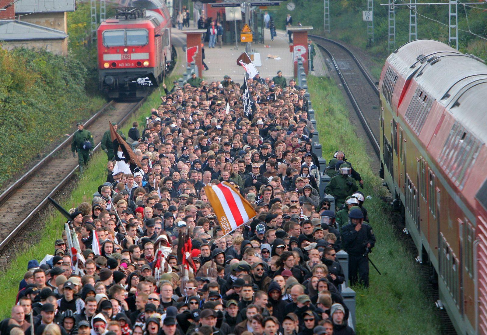 Polizei verteidigt nach Ausschreitungen in Rostock ihre Taktik