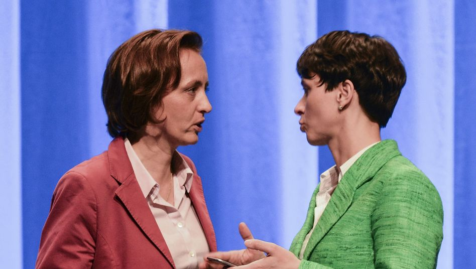 AfD-Politikerinnen Storch (l.), Petry