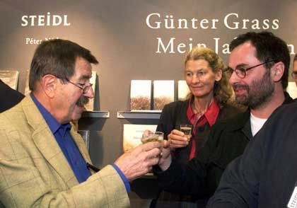 """Verleger Gerhard Steidl (r., hier mit Günter und Ute Grass): """"Das altehrwürdige Wissen um das gedruckte Buch"""""""