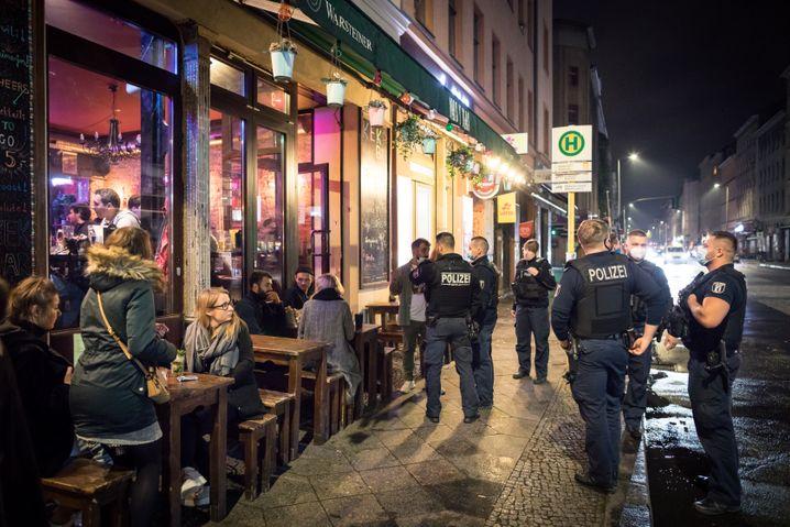 """Polizei kontrolliert die """"Kek-Bar"""""""