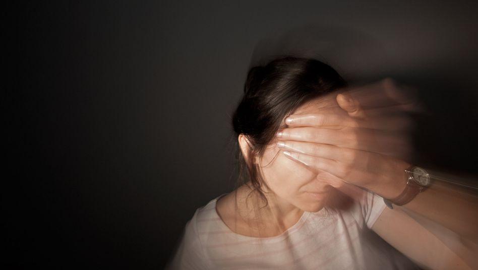 Ständige Qual: Frauen sind häufiger von chronischem Schmerz betroffen als Männer