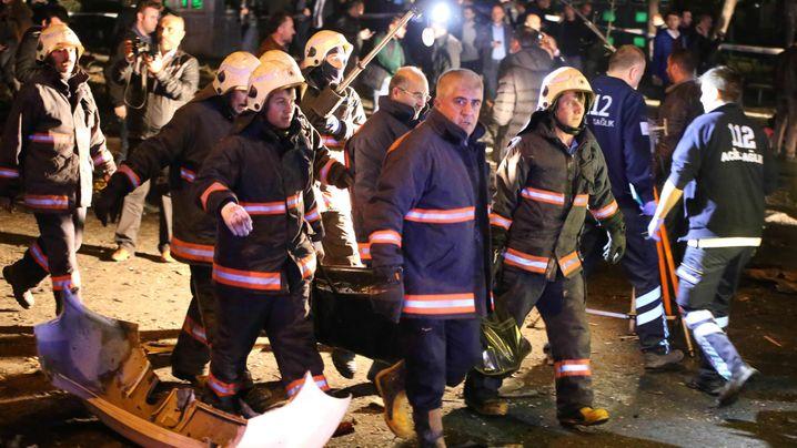 Ankara: Zerstörte Busse, ausgebrannte Wagen