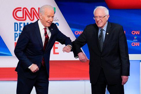 Biden und Sanders bei einer Debatte der Demokraten am 15. März