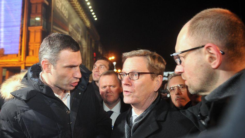 Vitali Klitschko und Außenminister Westerwelle: Besuch auf dem Maidan in Kiew