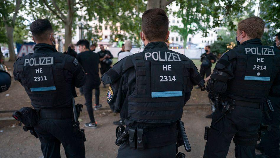 Polizei im Juli am Frankfurter Opernplatz (Archivbild)