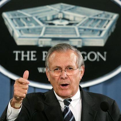 Rumsfeld: Im Visier von Menschenrechtsgruppen