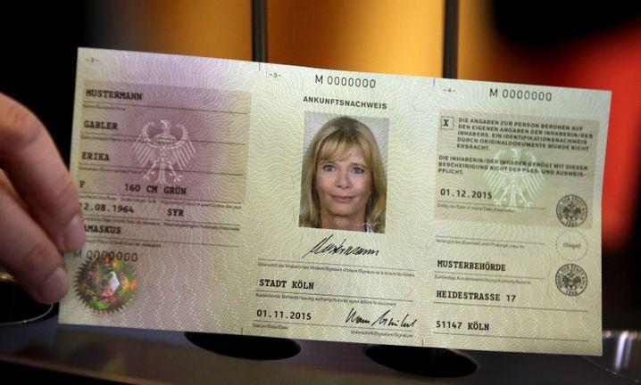 """Neuer Flüchtlingsausweis (Prototyp): """"Wie viele kommen, wer ist das, wo sind die Menschen?"""""""