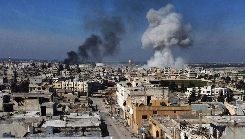 Syrien: Nach Eskalation in Idlib - Türkei öffnet Grenzen für Geflüchtete | Politik