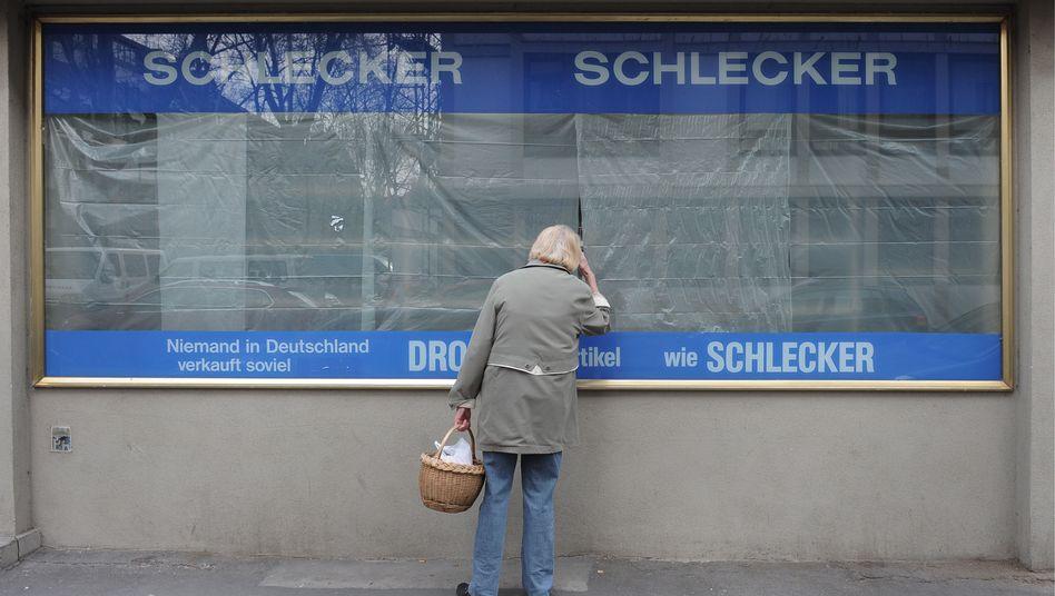 Geschlossene Schlecker-Filiale: Bangen um die Zukunft