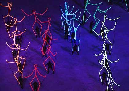 Strichmännchen in der dunklen Nacht von Utah: Hollywood-Regisseur Don Mischer ließ sich für die Abschlussfeier einiges einfallen