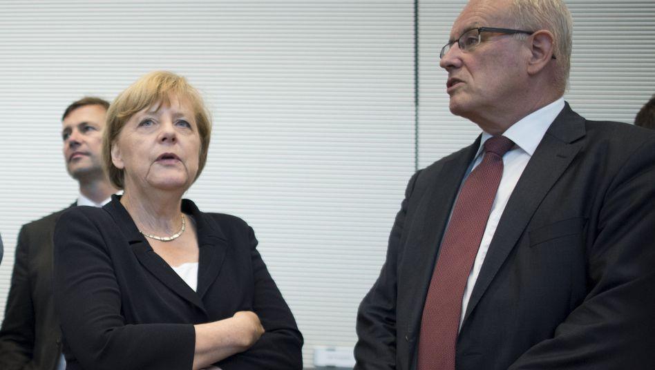Angela Merkel und Volker Kauder: Watschen für den Fraktionschef