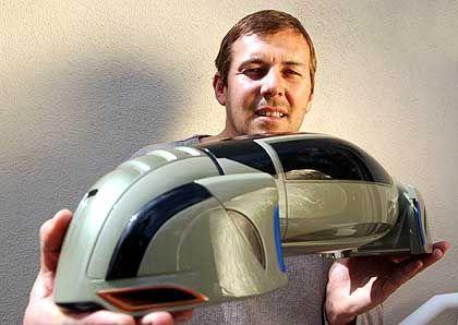 Kindheitstraum: Designer Belker mit einem seiner futuristischen Auto-Modelle