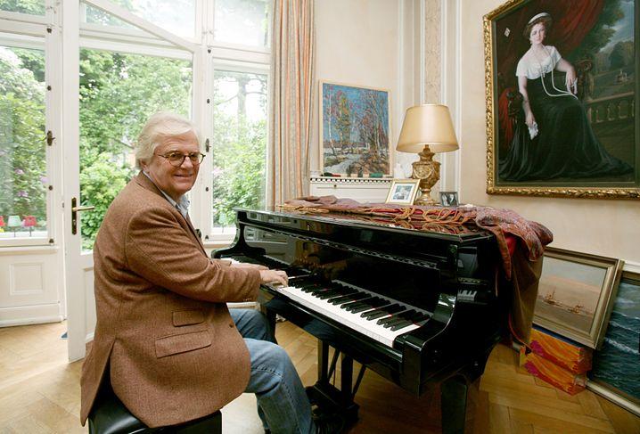 Der Pianist und Dirigent Justus Frantz in Hamburg an seinem Flügel (Archivbild)