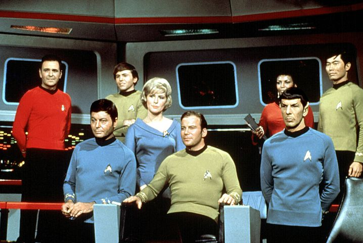 """Die Crew von """"Raumschiff Enterprise"""": """"Mr. Spock"""" (Leonard Nimoy) führte denVulkanier-Gruß ein"""