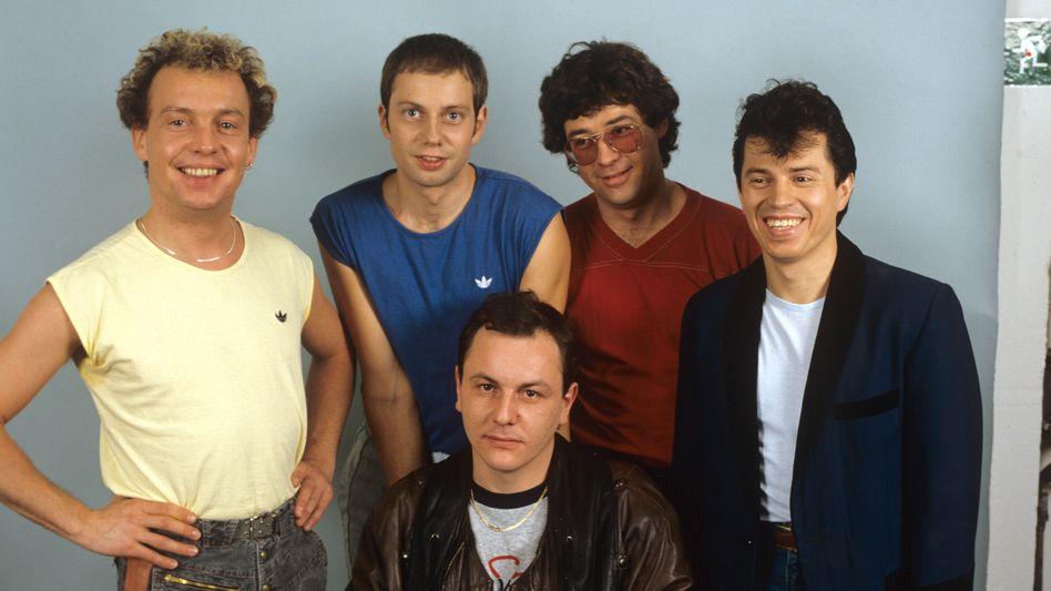 Franz Trojan (vorn sitzend) mit seinen Bandkollegen der Spider Murphy Gang 1983