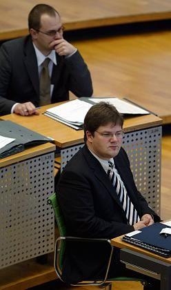 Sächsischer NPD-Fraktionschef Apfel (r.), Abgeordneter Müller: Rechtsextreme relativieren den Mord an Millionen Juden