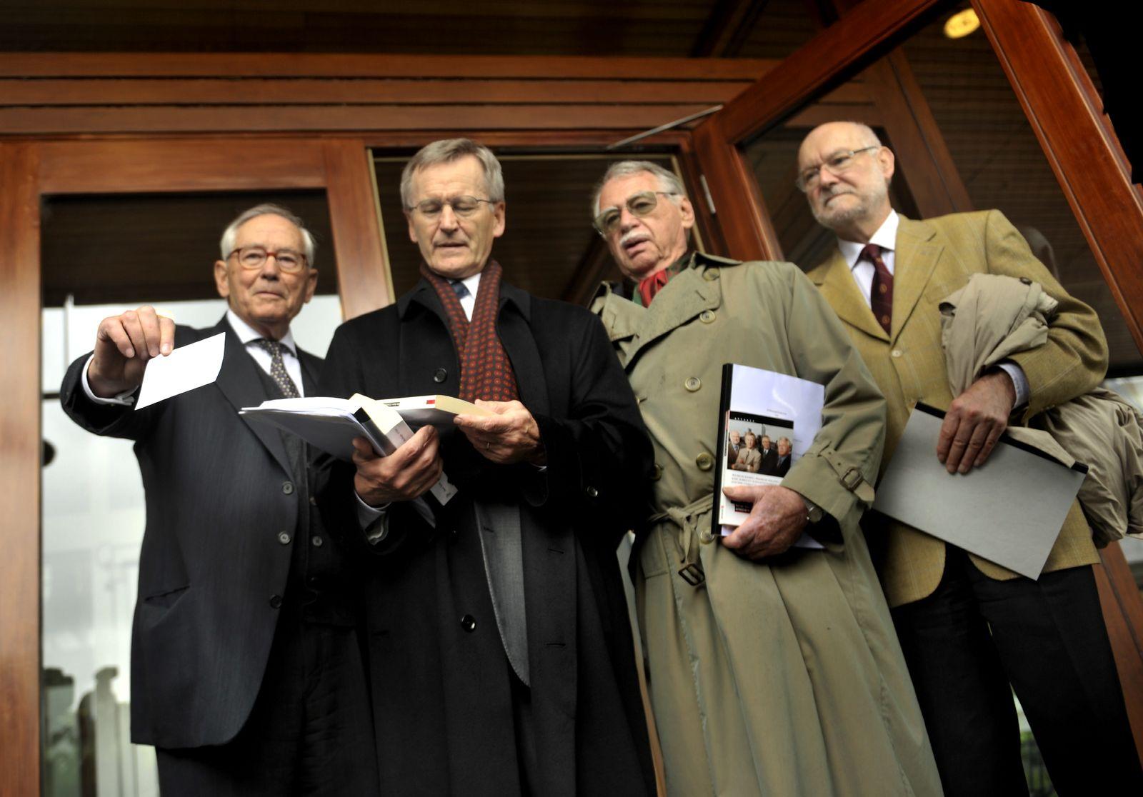 NICHT VERWENDEN Euro-Gegner Joachim Starbatty und andere