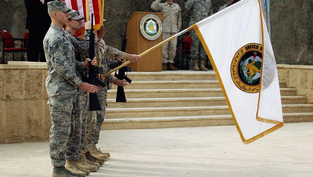 Abzug aus dem Irak: Flagge eingerollt, Koffer gepackt