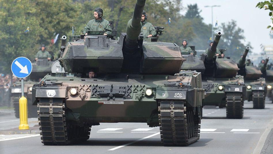 Militärparade in Warschau (April 2014): Polen und andere osteuropäische Länder rüsten auf